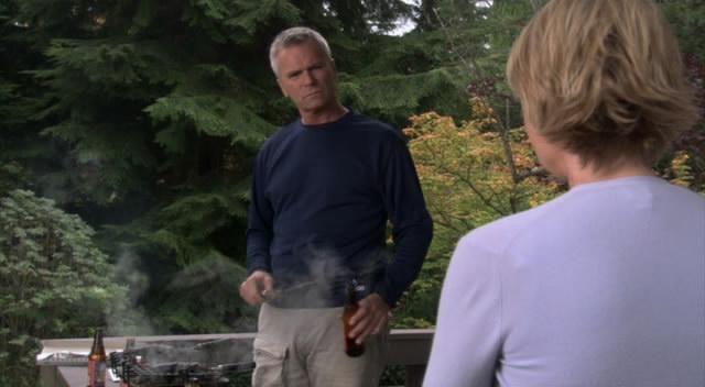 Sam to chce Jackovi konečně říci, ale je vyrušena jeho přítelkyní