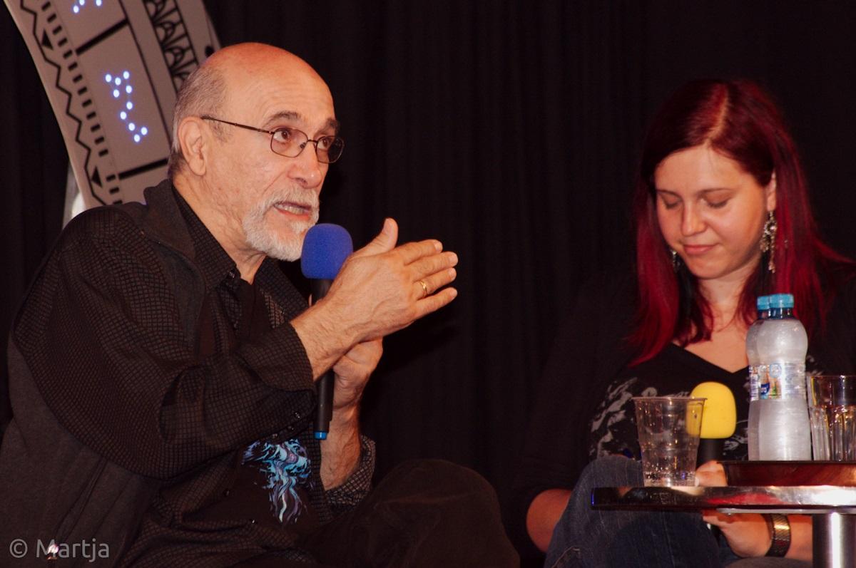 Tony Amendola s moderátorkou
