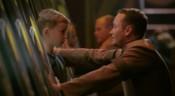 Pharrin ukládá svého syna do hibernační komory