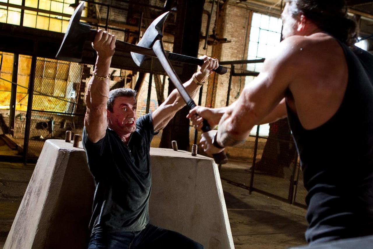 Bojová scéna z filmu Bullet to the Head s Jasonem Momoou a Sylvesterem Stallonem