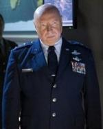 Don S. Davis jako generál Hammond