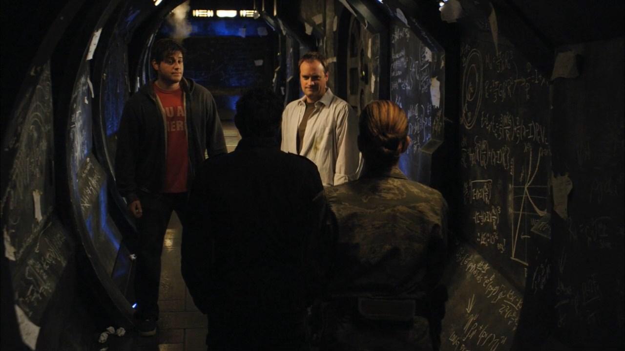 Dawid Hewlett s ostatními herci na place