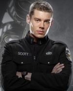 Brian J. Smith / Poručík Matthew Scott